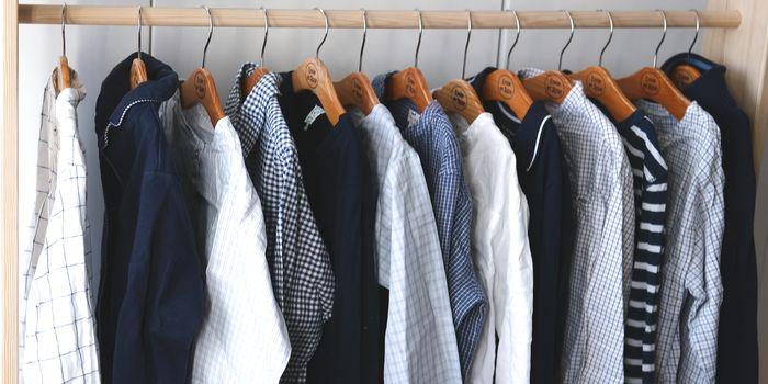 Maritime Secondhand-Kleidung für Jungen auf Kleiderstange